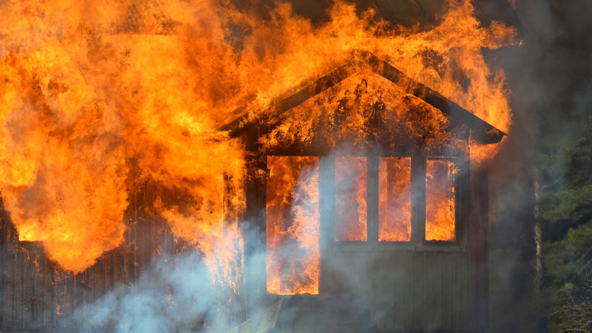 Versicherung verweigert Leistung nach Gebäudebrand: Kanzlei Vogl siegt vor Gericht